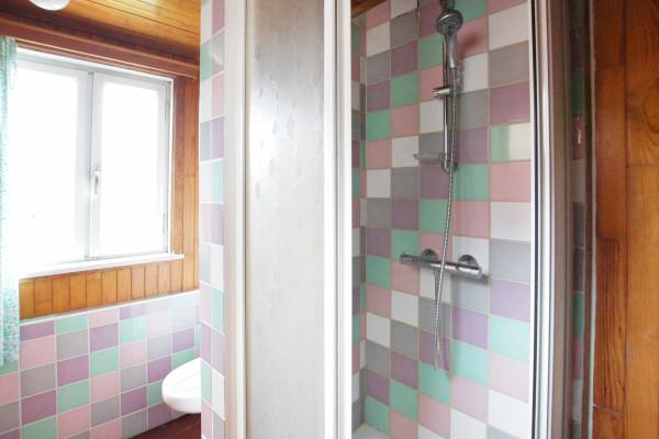 Voorbeeld douche en toilet - Edward van Evenstraat 10-12